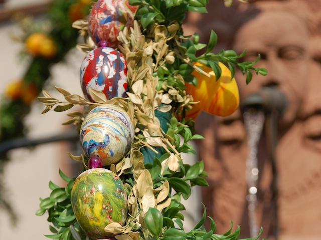 Easter decoration in alsace french moments - Decoration de paques ...