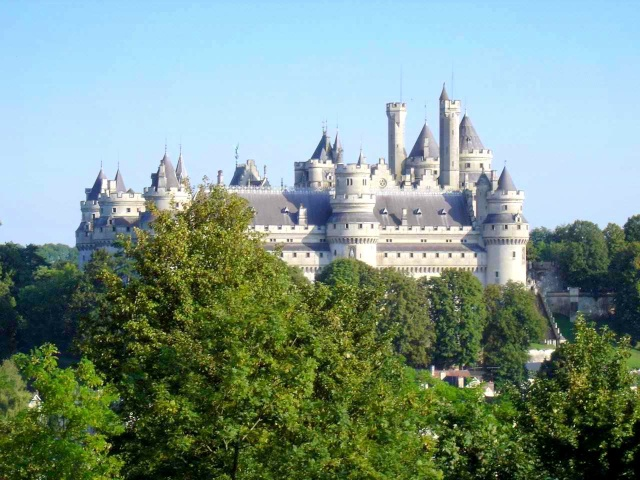 Discover 28 Beautiful Castles in France | Talk in French